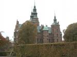 Rosenborg Slot is in Hollandse Renaissancestijl gebouwd, net als Slot Frederiksborg in Hillerød. In de kelder zijn de Deense kroonjuwelen te bezichtigen.