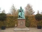 Hier vinden we ook het standbeeld van Hans Christian Andersen, de Deense auteur die beroemd werd met zijn sprookjes.