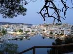 Het Voulismeni Meer van Agios Nikolaos was vroeger afgesloten en vormde tezamen met het Kournas Meer de twee zoetwater-meren op Kreta. In het midden van de 19de eeuw werd het meer met de zee verbonden.