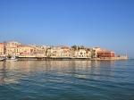 Veel van de oude gebouwen in Chania zijn vandaag de dag nog te bewonderen. Zo is er de Venetiaanse haven met het Venetiaanse fort en de vuurtoren uit de Turkse tijd.