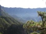 Caldera de Taburiente, één van de grootste erosiekraters ter wereld en sinds 1954 een Nationaal Park. De diameter van de krater is 9 km en de bergen rondom reiken tot bijna 2500 m