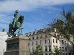 Jeanne d'Arc, bijgenaamd de Maagd van Orleans, speelt als jong meisje van nederige afkomst een beslissende rol in de Honderjarige Oorlog tussen Frankrijk en Engeland.