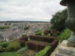 Blois met de talrijke steile en kronkelige straatjes, die op sommige plaatsen door trappen met elkaar zijn verbonden, en de harmonieuze, oude gebouwen maakt dat de bezoeker zich in de Middeleeuwen waant.