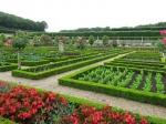 De tuinen van het kasteel van Villandry hebben 3 terrassen. Het bovenste terras is de watertuin met watervallen. Een terras lager ligt de siertuin met buxussen en taxusbomen die kunstig gesnoeid zijn. Het laagste terras is de moestuin, aangelegd in de vorm van een borduurwerk.