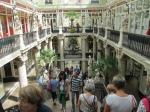 Le Passage Pommeray in Nantes is de oudste winkelpassage uit Frankrijk (1843) met 3 etages tjokvol mooie winkels. Vooral het trappenhuis, met de schitterende versieringen, is prachtig.