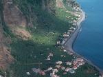 Madalena do Mar is een typisch vissersdorp met een mooie promenade langs het kiezelstrand. Door de ligging en het klimaat is de grootste bananenplantage op het eiland hier gevestigd.