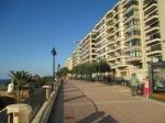 De wandelpromenade van Sliema is ruim voorzien van banken en groen en bied een fraai uitzicht op de baai. Het is erg populair onder wandelaars en joggers.