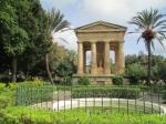 De Lower Barracca Garden vormt een rustpunt in het drukke Valetta en biedt een prachtig uitzicht op de Grote haven. Het monument is een eerbetoon aan gouverneur Sir Alexander Ball die tegen Napoleon streed (1798-1800)