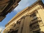 Het Manoel theater (1731) is één van de oudste nog gebruikte theaters van Europa. De zaal is hoefijzervormig en lijkt veel op het beroemde theater La Scala in Milaan. Het is gebouwd door Manoel de Vilhena, dezelfde van fort Manoel.