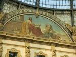 De meest exclusieve winkelgalerij Victor Emanuel herbergt de chiqueste winkels zoals Armani, Versace, Prada, Gucci, Louis Vuitton. Mooie vitrines en duizelingwekkende prijzen.