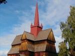 Rond het jaar 1000 bekeerden steeds meer Noren zich tot het Christelijke geloof. Overal in Noorwegen werden houten staafkerken gebouwd. Op de foto de staafkerk van Ringebu.