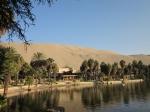 Oase Huacachina temidden de zandduinen