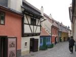 Legendes vertellen dat dit de gouden straat is waar alchemist Rudolf II het geheim van het eeuwige leven probeerde te ontdekken. Tevens probeerde hij hier goud te maken.
