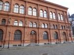 In de Beurs van Riga (1856) huist nu het museum voor buitenlandse kunst. Je ziet er ondermeer porselein uit Groningen, Belgische Jugendstil, Hundertwasser uit Wenen, Duitse romantiek, Oud-Egyptische kunst, ...