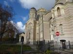 De kathedraal van de Geboorte van Christus is een neo-Byzantijns orthodox godshuis met binnenin mooie iconen en wandschilderijen. Tijdens de Russische bezetting deed het een tijd dienst als planetarium.