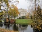 De Nationale Opera is het heiligdom van de Letten. Hier wordt jaarlijks het internationale operafestival georganiseerd die wereldvermaarde operasterren aantrekt.