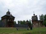 In Taltsi staat een openluchtmuseum waarin originele houten huisjes en kerkjes uit Siberië bewaard zijn gebleven.