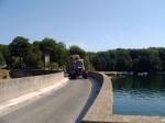 In 1950 werd deze stuwdam gebouwd door EDF om electriciteit op te wekken. Het meer van Paraloup dat hierdoor ontstond is ideaal voor watersport liefhebbers.