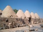 De Trulli's van Harran met zijn typische bijenkorfachtige huisjes. Harran is een belangrijke archeologische vindplaats wegens de vroegere handelroute naar Tyrus.