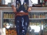 Mustafa, onze plaatselijke thee maker.
