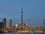 Toronto is de grootste stad en het economisch centrum van Canada. De CN Tower was tot 2007 het hoogste vrijstaande bouwwerk ter wereld op land.