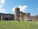 De burchtruïne van Burg Reuland kent een rijke geschiedenis die teruggaat tot de Romeinen. In de middeleeuwen was het een machtige burcht van de kruisvaarders, later van de Graaf van Luxemburg. In 1789 werd het grotendeels verwoest door de troepen van Napoleon.