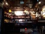 Het beroemde restaurant In den Ouden Vogelstruys heeft het interieur van een authentieke bruine kroeg. Het eten is er voortreffelijk :-)