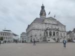Het charmante stadhuis aan de Markt is ontworpen door de Nederlandse architect en kunstschilder Pieter Post.