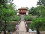 Het keizerlijk graf van Minh Mang (+1841) met schilderachtige meren, tuinen en gebouwen (Hue)