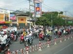 80 miljoen vietnamezen en 30 miljoen brommers, en ze zijn vandaag allemaal op de baan.