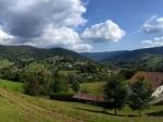 Het mooie panorama na de afdaling van de Ballon d'Alsace en een kort venijnig 14% klimmeke.