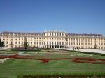Het Schönbrunn Paleis is het voormalige zomerpaleis van de keizerlijke familie. Het hele gebied, inclusief de uitgestrekte tuin, is zo'n 176 hectare groot.