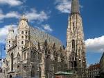 De machtige Stephansdom - de kathedraal van Wenen - markeert het hart van de Oostenrijkse hoofdstad. Het dak is versierd met meer dan 200.000 geglazuurde tegels.