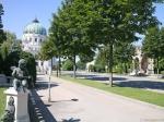De blikvanger van het Zentralfriedhof is de Dr. Karl Lueger Herdenkingskerk (aka Friedhofskirche).