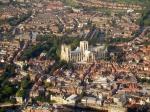 York ligt aan de samenvloeiing van de Ouse en de Foss. Vooral de Ouse treedt regelmatig buiten haar oevers, waardoor de stad gedeeltelijk onder water komt te staan.