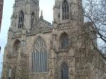 De York Minster is een middeleeuwse gotische kathedraal. Het is de tweede grootste gotische kathedraal van Noord-Europa, na de Dom van Keulen.