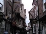 The Shambles is één van de best bewaarde middeleeuwse straatjes met zijn typische vakwerkhuisjes met overhellende balkons.