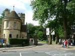 Dit is de toegang tot de Museum Gardens, een botanische tuin van 4 ha in het centrum van York aan de Ouse rivier.