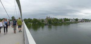 Panorama vanop de fiets- en voetgangersbrug Hoge Brug (2003) op Maastricht centrum