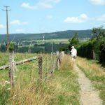 Wandelen over de heuvelruggen in de omgeving van Warisy