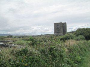 De imposante torenruïne van Dunmanus Castle, gebouwd door de O'Mahonys clan in de 15de eeuw.