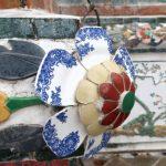 De Wat Arun is versierd met keramiek dat hier kwam als ballast in de schepen van de VOC (Vereniging van de Oost-Indische Compagnie).