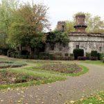 In de Volksgarten vind je deze mooie rozentuin nabij het oude fort Paul dat deel uitmaakte van de verdedigingsmuur rond Keulen..