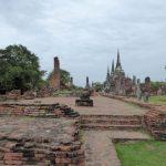 Het uitgestrekte ruïnecomplex van de Wat Phra Sri Sanphet was tot het begin van de 20ste eeuw overwoekerd door vegetatie..
