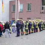 Erehaag van de politie aan het Rathaus voor het huwelijk van een collega.