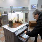 In het spoorwegmuseum zijn heel wat interactieve displays te vinden. Hier kun je zelf een bericht invoeren die dan omgezet wordt in morse.
