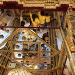 Verering van de voetafdruk van Boeddha in de koninklijke tempel Wat Phra Phuttabath.