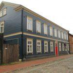 De mooist gerestaureerde houten huizen van Riga vind je terug in de Timmermanstraat dicht bij de evangelische Sint Paulus kerk even ten noorden van het station.