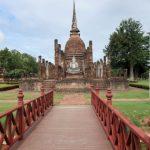 In de Wat Sa Si tempel zien we een zittende koperen Boeddha.