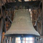 Dikke Pieter is de grootste klok (24 ton) van de 11 klokken in de zuidelijke toren van de Dom.
